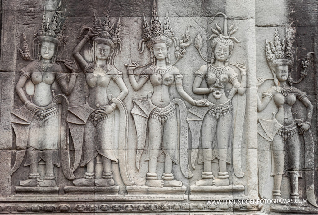 mujeres-relieve-angkor-wat